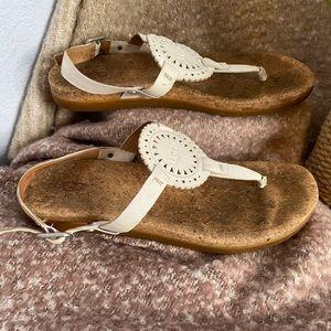 UGG T-strap Ayden white leather sandals